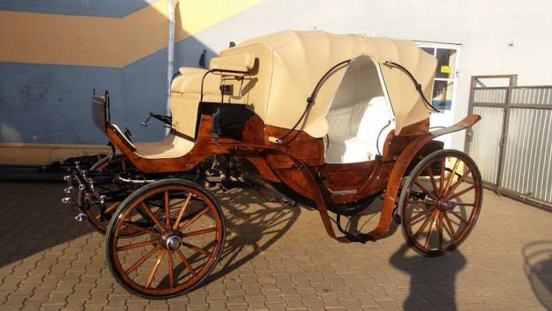 Vis-à-vis (VV) Luxury Pairs Carriage. Suit 15 to 16.2hh. From £13427