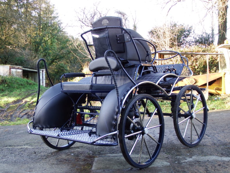 SAVE £278 New Fox 4 Three Phase Competition Carriage, Suits 14.2hh to 15.2hh. New. £4402 (Normally 4634)+ VAT